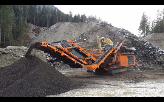 Mobile Crusher R1100DS: Over a half-million mark and still counting
