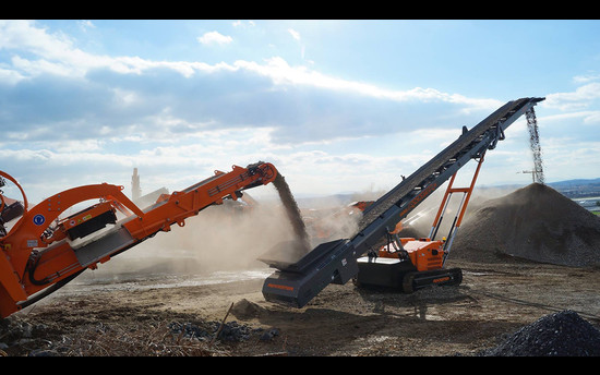 Minimize operating costs - maximize landfill capacity with track-mounted stackers of Rockster