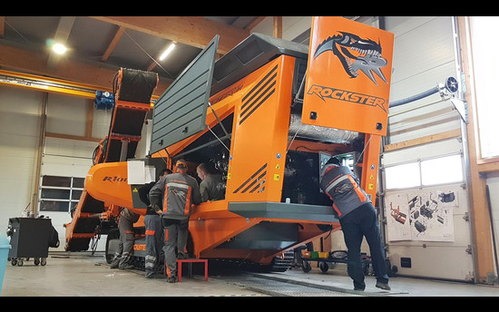 First R1000S crusher leaving the new factory - ÜBERSETZE