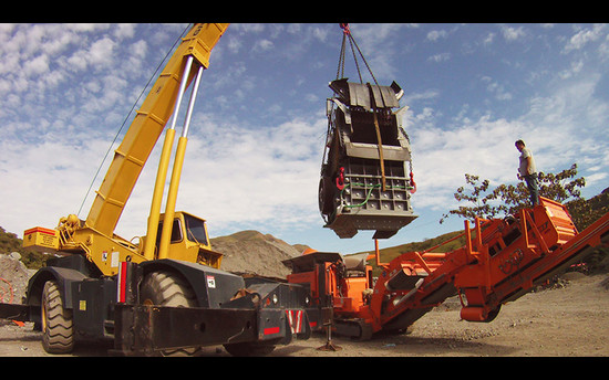 Rockster DUPLEX system: Crushing hard river gravel in the Colombian jungle