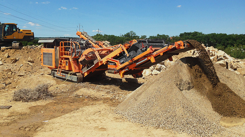 Recycling of concrete with Rockster R900 impact crusher